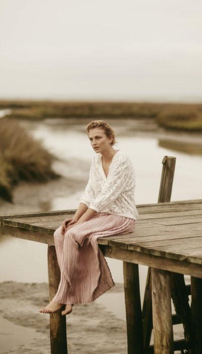 scapa flow roze rok en wit shirt