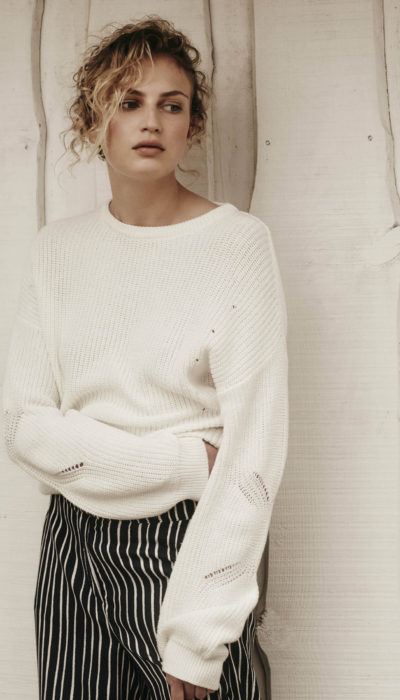 scapa flow zwarte streepjes broek en witte trui